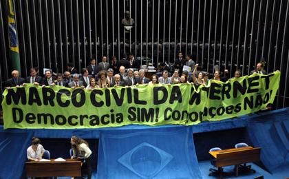 Projeto de lei tenta enfraquecer Marco Civil da Internet, dizem especialistas