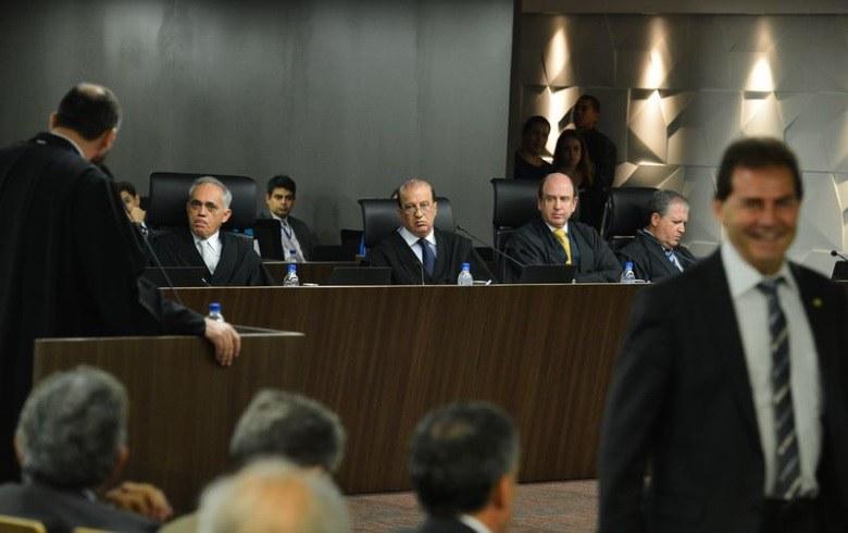 TCU recomenda rejeição das contas de Dilma; decisão vai ao Congresso