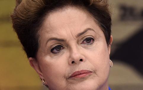Sem-terra e sem-teto se posicionam contra impeachment e pedem cassação de Cunha