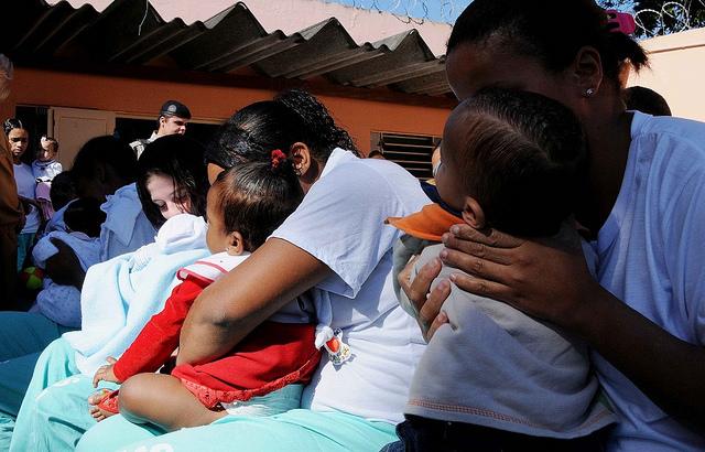 Número de mulheres pobres presas aumentou nos países que despenalizaram uso de drogas