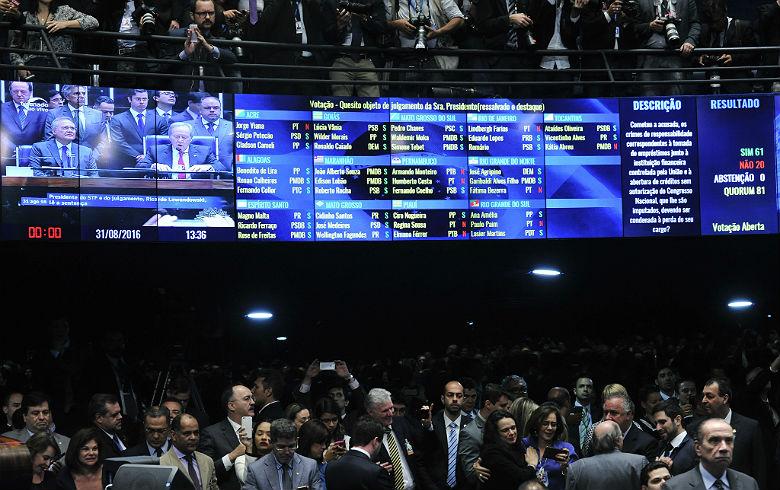Senado aprova impeachment e Dilma é afastada da presidência
