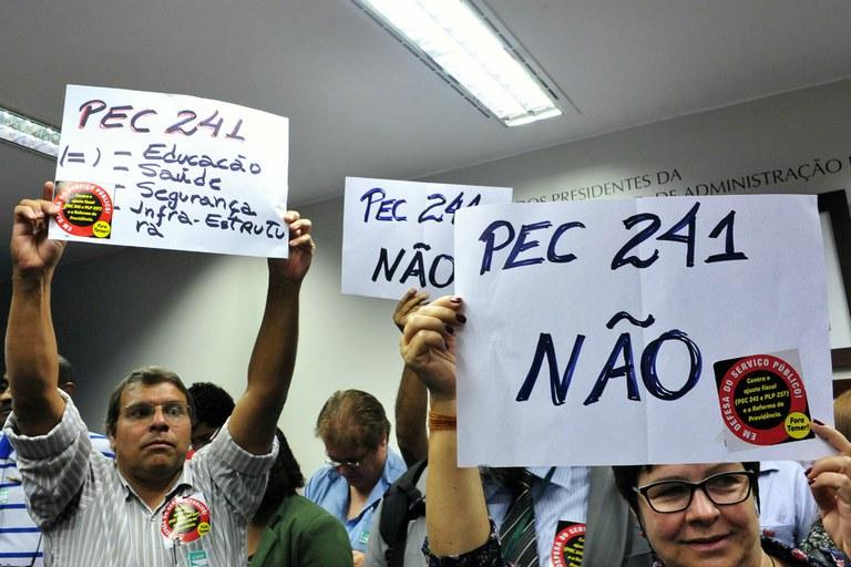 Juristas comentam PEC 241 e apontam os graves retrocessos que ela representa