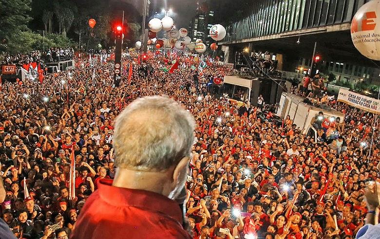 Ato em SP contra a reforma da Previdência terá Lula na Paulista. Ônibus e metrô param
