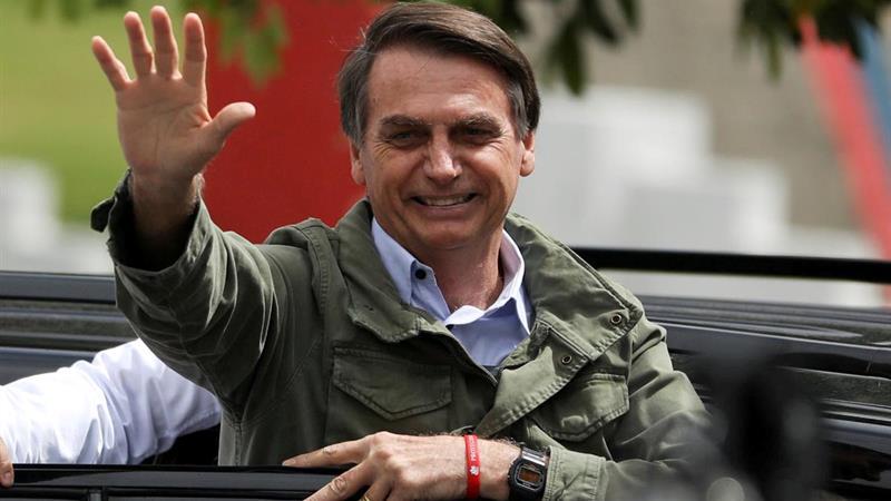 Parlamentares e movimentos populares denunciam Bolsonaro por crime de racismo