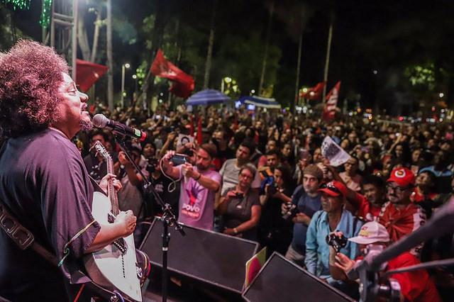 """Artistas se reúnem em São Paulo para pedir """"Lula Livre"""" e justiça por Marielle Franco"""