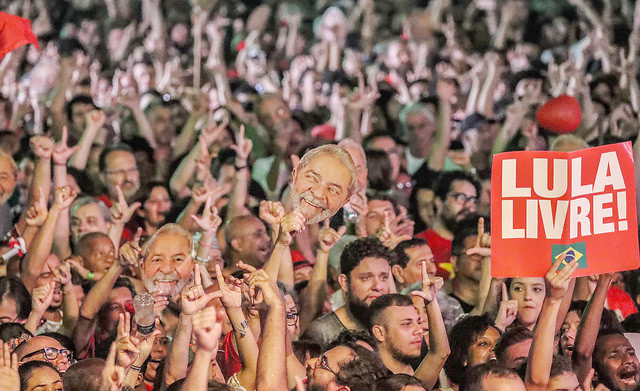 Milhares vão a Brasília para registrar candidatura de Lula