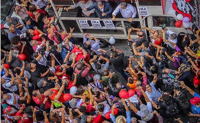 Manifestantes de sete estados vão às ruas em solidariedade a Lula após nova sentença