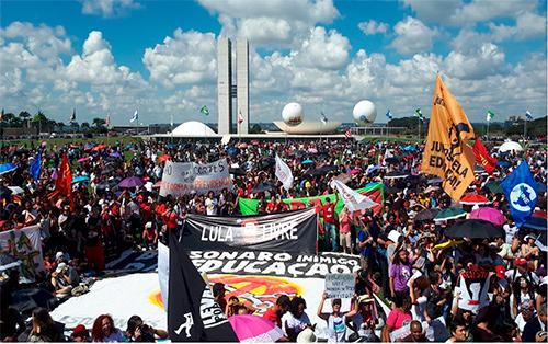 Atos contra cortes de Bolsonaro na educação e contra a reforma reúnem 1,5 milhão em 204 cidades
